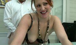 La secretaire baise par le patron de PME
