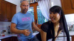Asiatique gros seins qui aime la bite